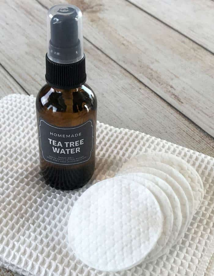 Essential oil toner for acne controls excess oil, shrinks appearance of pores, soothes skin, and reduces redness. {pimples, zits, whiteheads, blackheads, inflamed skin} #essentialoils #essentialoilrecipes #DIYfacetoner #DIYbeauty #essentialoiltoner #easyDIY #essentialoilsforskin #essentialoilsforacne